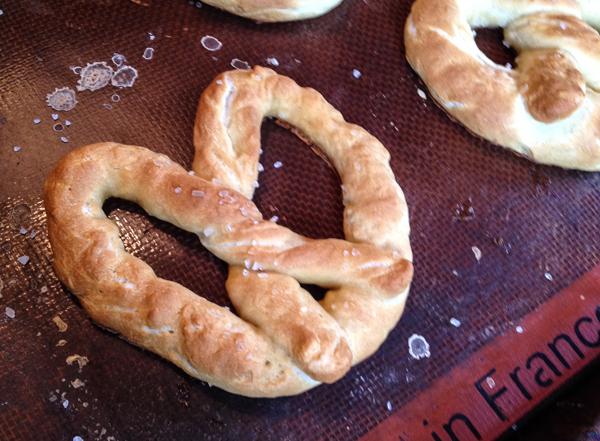 homemade mall pretzels-3